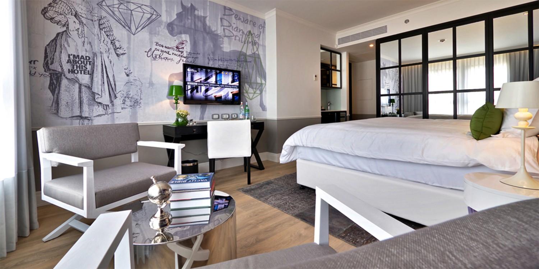טפט מעוצב לחדר מלון אינדיגו